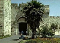 Bab El-Khalil (Jaffa Gate) - Was built in 1538 and it faces onto the road that leads to Hebron. The Arabs therefore call it Bab El-Khalil.